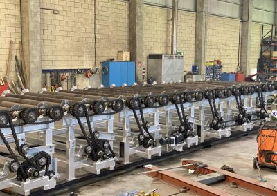 Calderería y montaje de elementos mécanicos de una mesa de rodillos
